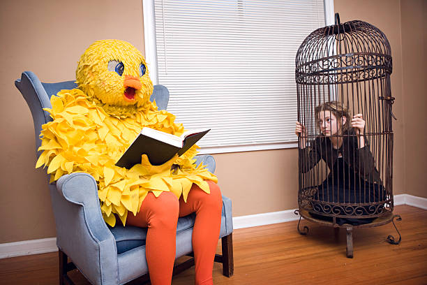 disfraz de pájaro amplio con por persona - ironía fotografías e imágenes de stock