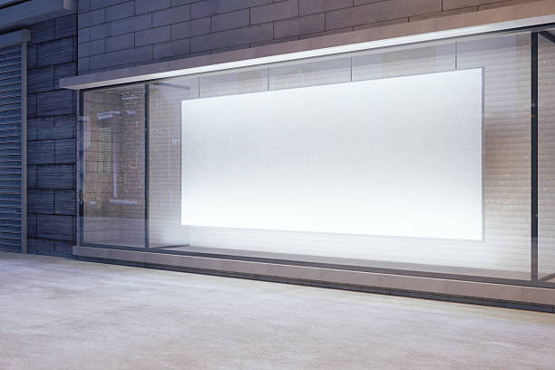 grande bandeira em branco em uma loja janela à noite - facade shop 3d - fotografias e filmes do acervo