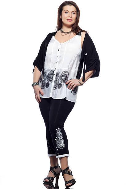 kräftig gebaut europäischer abstammung frau spring und summer fashion - damen leggings übergrößen stock-fotos und bilder