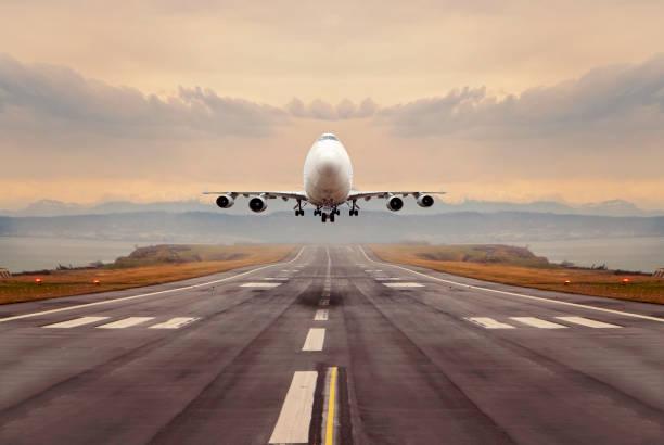 a large cargo airplane taking off. - lądować zdjęcia i obrazy z banku zdjęć