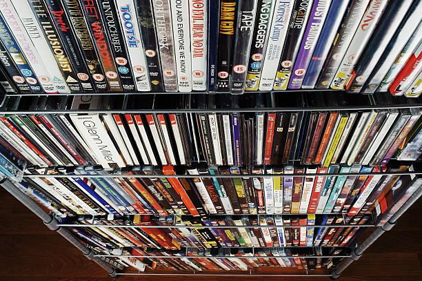 große cd und dvd-sammlung, in holzschicht-optik - cd ständer stock-fotos und bilder