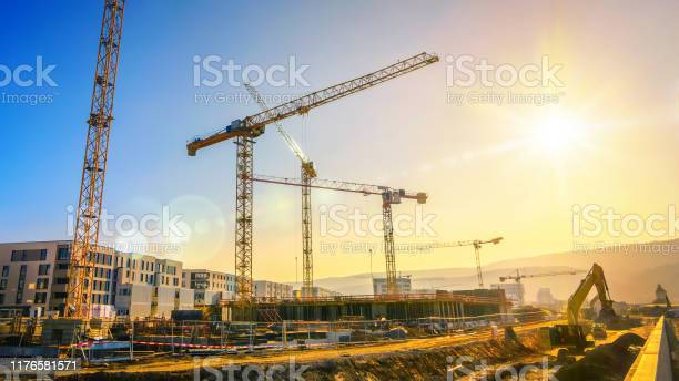 Large construction site including several cranes with clear sky and picture id1176581571?b=1&k=6&m=1176581571&s=612x612&h=4w67xusrbvk6mai0meabslefpi7shudwyc1zt431cxk=