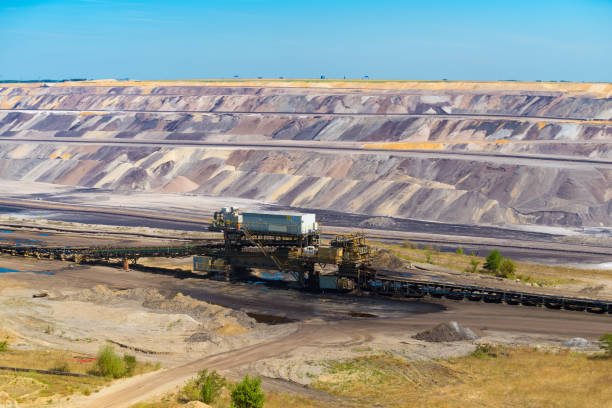 large conveyor-belt in a brown cole mine JACKERATH, GERMANY - JULY 7, 2018: Large conveyor-belt in the Garzweiler tagesbau (day mining) mine tagebau stock pictures, royalty-free photos & images