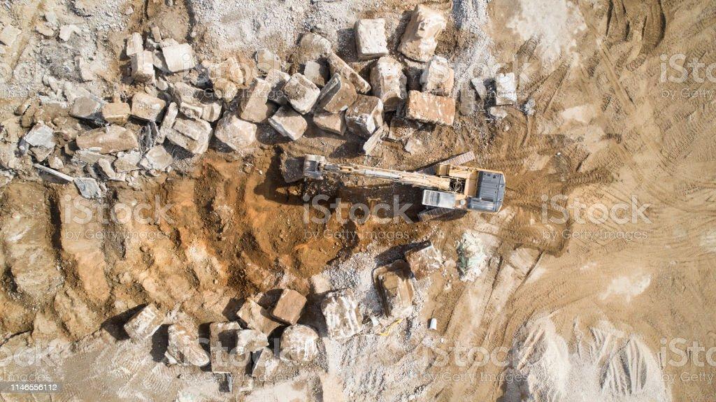 Grande zone de démolition-débris et engins de chantier, bulldozer photo libre de droits