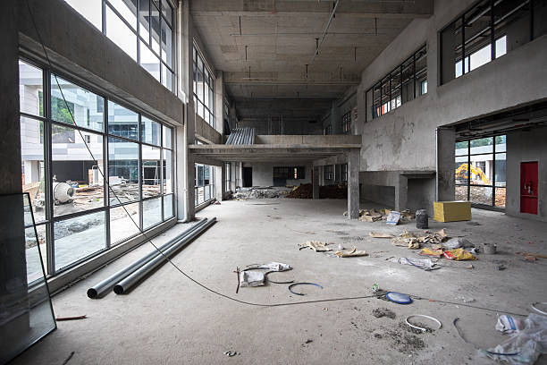 Große leere Zimmer vor Renovierung der Bühne – Foto