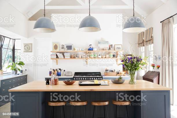 Large family kitchen in period conversion house straight on picture id944581626?b=1&k=6&m=944581626&s=612x612&h=z1orwo feeruh8pzikte4bb88jcpsx3 ncolzp9o3qm=
