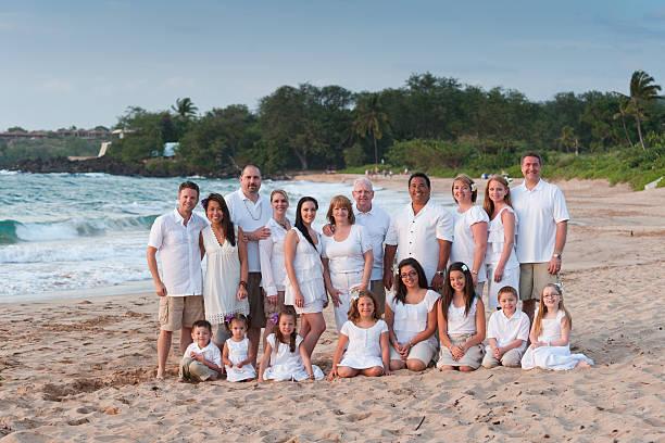 広々としたビーチでの家族のポートレート ストックフォト