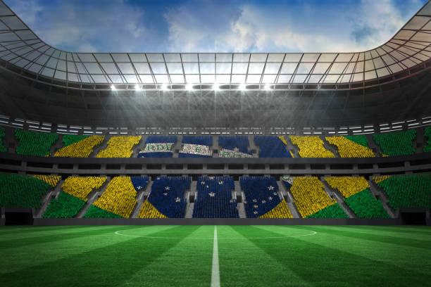 Gran campo de fútbol con fans de Brasil - foto de stock