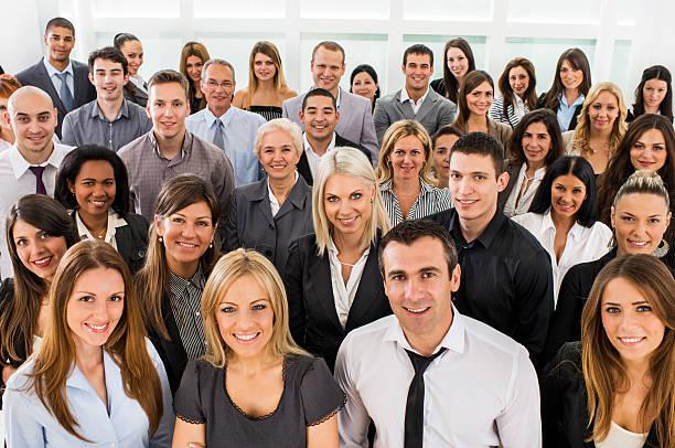 große gruppe von business personen. - große personengruppe stock-fotos und bilder