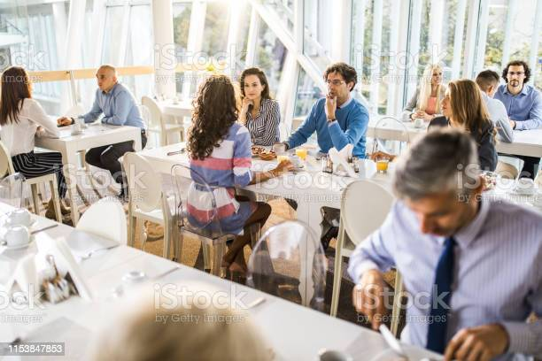 Large group of business people talking on a lunch break in restaurant picture id1153847853?b=1&k=6&m=1153847853&s=612x612&h=h0ty16xplbmpedialmjxcoxvzvqerskggjwt5p539lo=