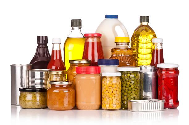 대규모 캔 음식 휴식 백색 배경이 - 통조림 식품 뉴스 사진 이미지