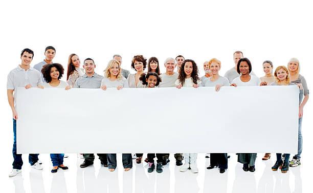 große gruppe von glücklichen menschen, die big white board. - spaß sprüche stock-fotos und bilder