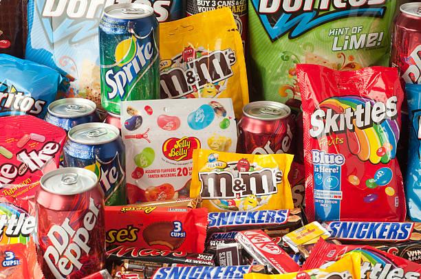 Grupo grande de objetos cotidianos de alimentos - foto de stock