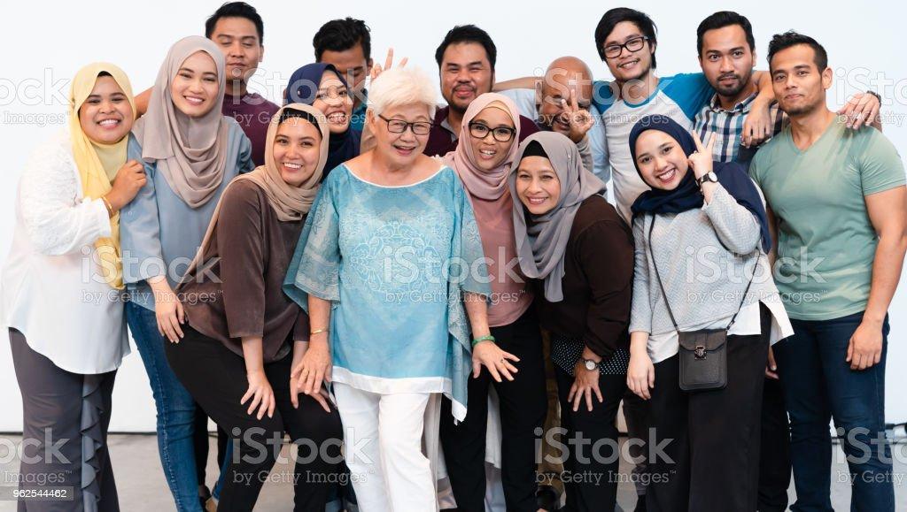 Grande grupo de pessoas com atitude alegre. - Foto de stock de Adulto royalty-free