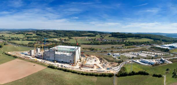 grote industriële bouw bouwplaats - industriegebied stockfoto's en -beelden