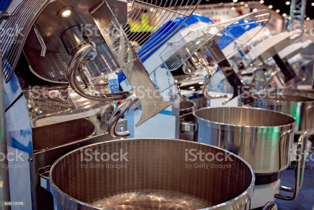 Máquina de mistura de grande massa industrial - foto de acervo