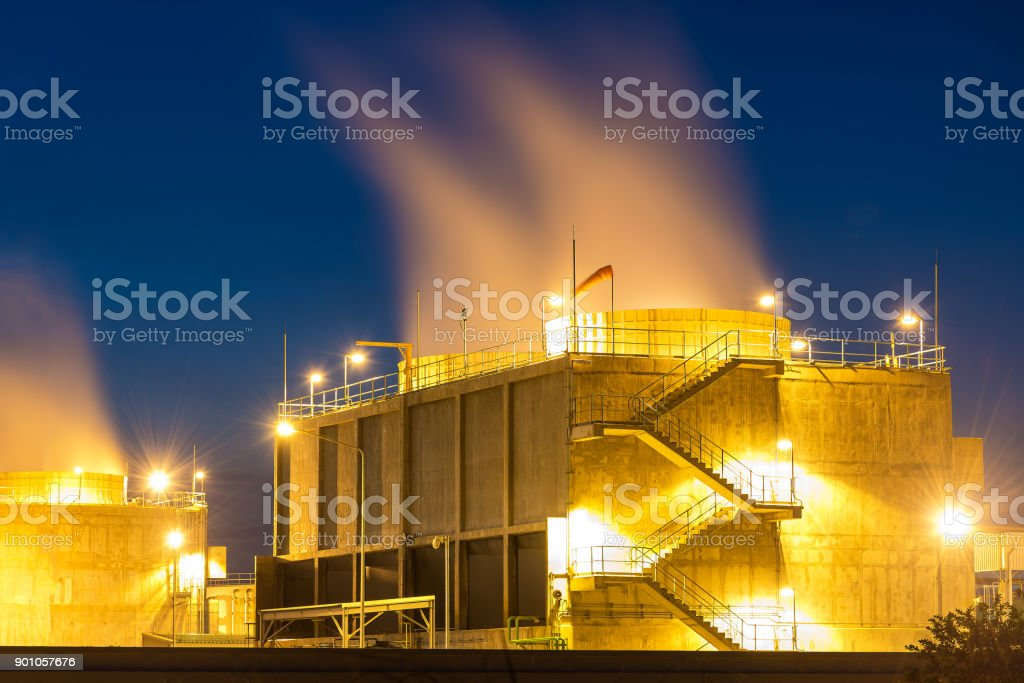 Large Industrial Tanks For Petrol Oil And Gas Storage Tank In The