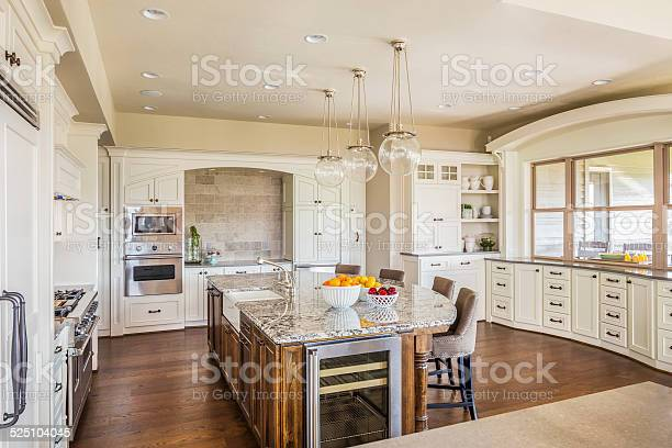 Large kitchen in luxury home with island picture id525104045?b=1&k=6&m=525104045&s=612x612&h=t3rpwdryh gvvapi2yjyzm8tzfhr n eg9i6xx6pcbo=