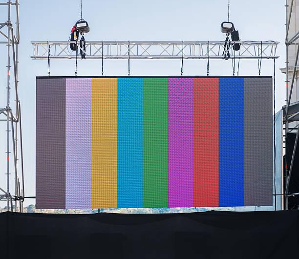 großer led-anzeige - große leinwand stock-fotos und bilder