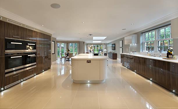 große luxus-küche - laminatschränke stock-fotos und bilder