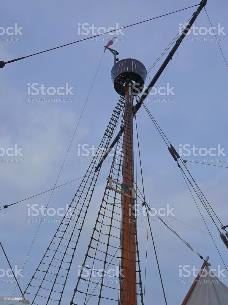 Large mast with lookout and rigging, Hansekogge stock photo