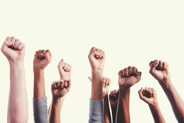 大混雜的手舉起, 給黑力量敬禮 - black power 個照片及圖片檔
