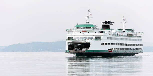 ferry de passageiros grande - ferry imagens e fotografias de stock