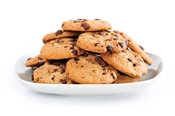 A large plate of chocolate chip cookies​​​ foto
