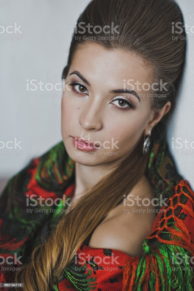 A large portrait of a girl in a headscarf 4945. 免版稅 stock photo
