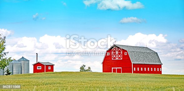 This barn does not exist anymore. The photos were taken in 2009 and several of the barn have been accepted. All of the buildings have been removed and a home has been built at that location