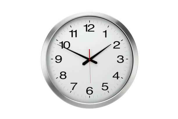 grande redondo reloj de pared de oficina aislada - wall clock fotografías e imágenes de stock