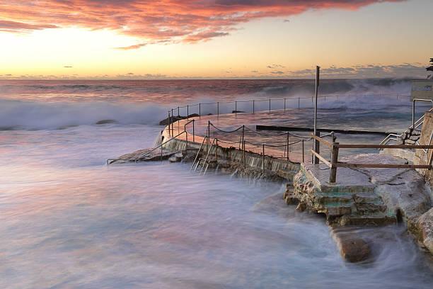 Large swell att Bronte Beach stock photo