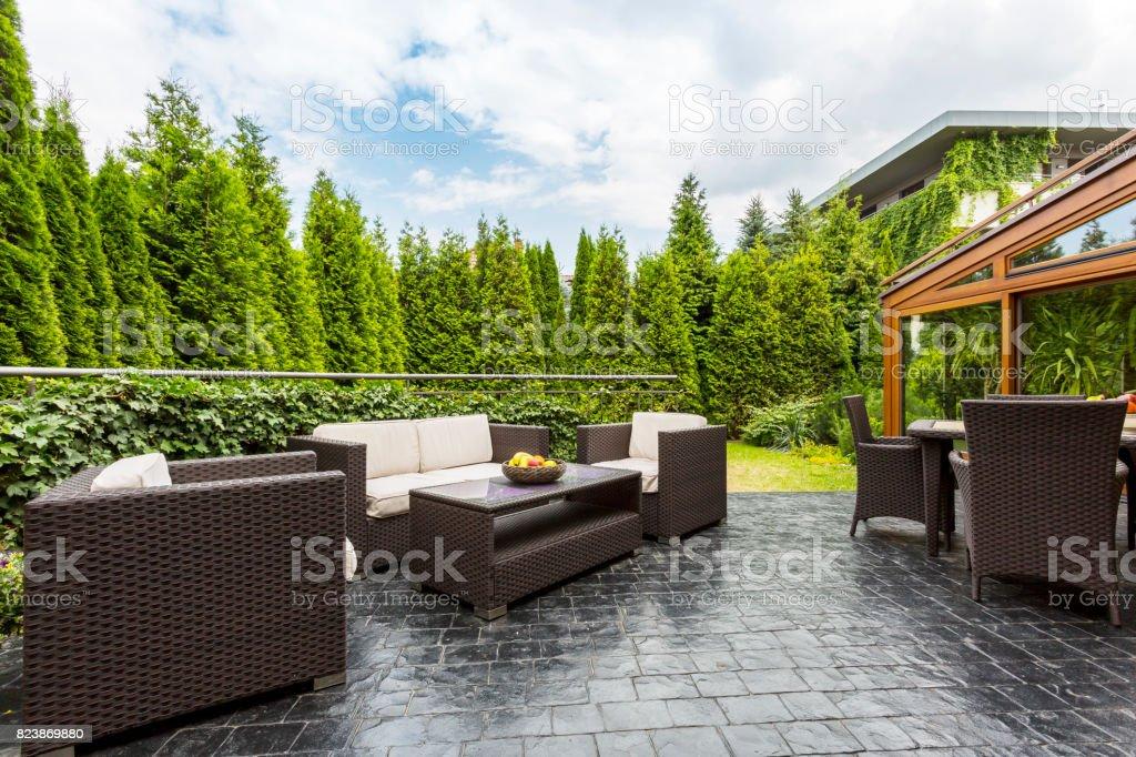 Große Terrasse Terrasse Mit Gartenmöbeln Stock Fotografie Und Mehr