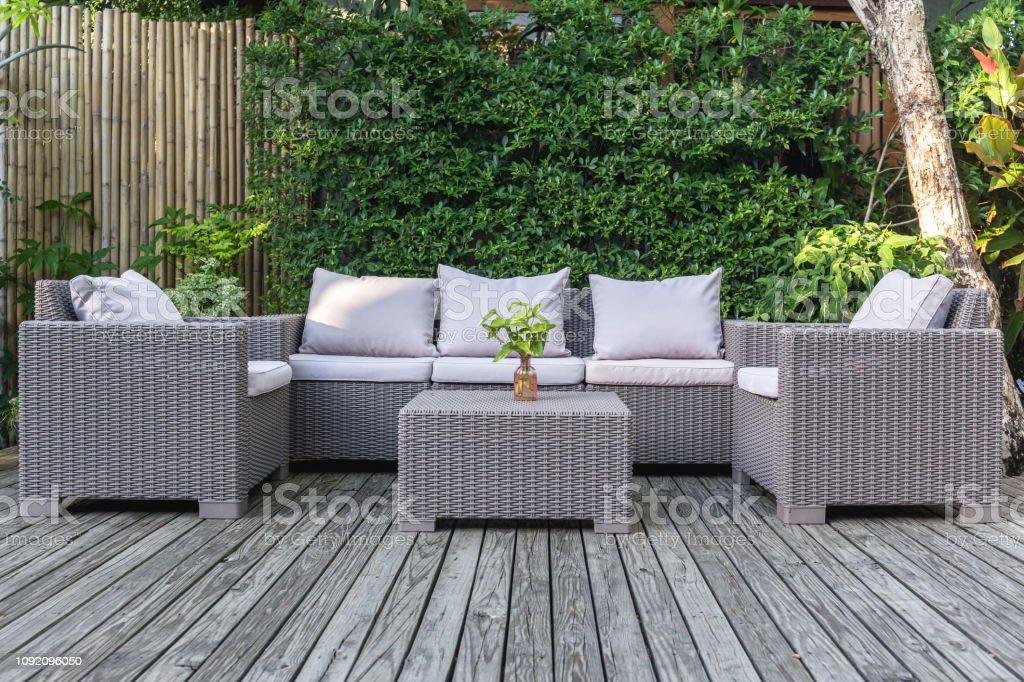 Muebles De Jardin En.Patio Terraza Con Muebles De Jardin De Ratan En El Jardin En