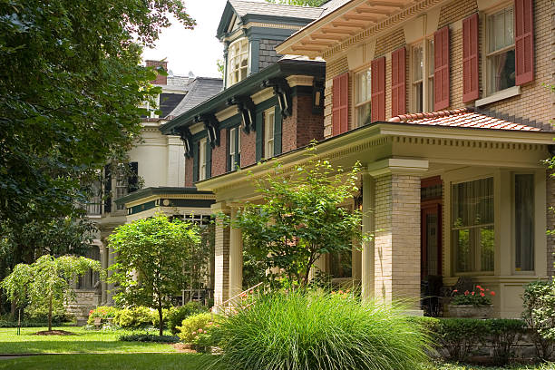 Large Urban Houses Lovingly maintained upper middle class houses in Louisville, KY southern usa stock pictures, royalty-free photos & images