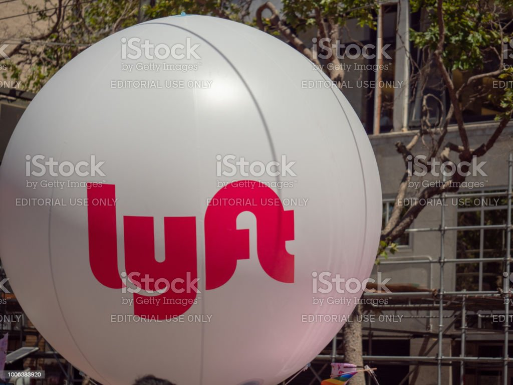 Large white Lyft balloon waving in an urban setting – zdjęcie