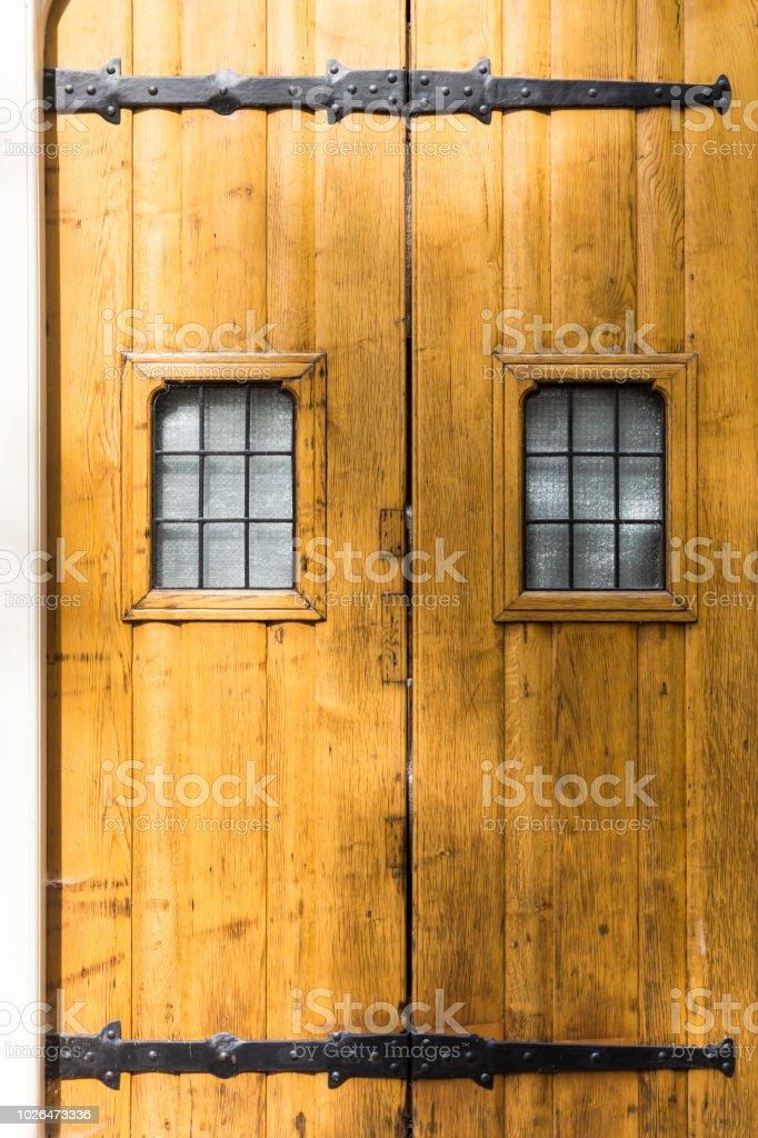 Grandes Puertas De Madera Foto De Stock Y Mas Banco De Imagenes De
