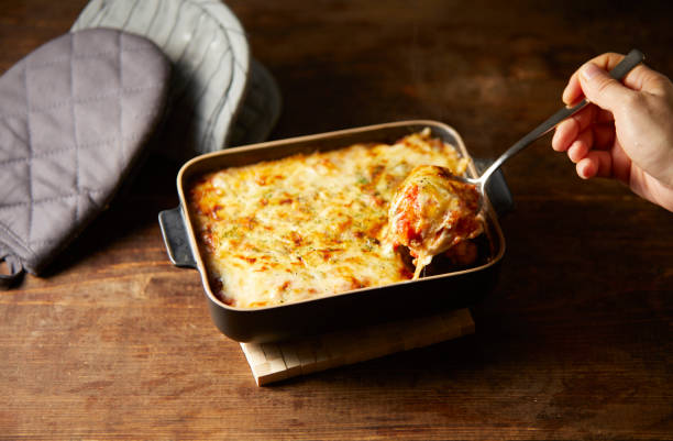 lasagne  - schnittkäse stock-fotos und bilder