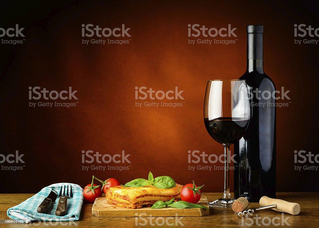 lasagne bolognese Abendessen und Rotwein – Foto