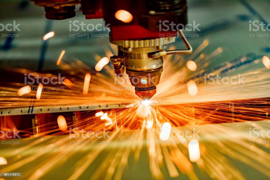 CNC Laser Schneiden Metall, modernen industriellen Technologie. – Foto