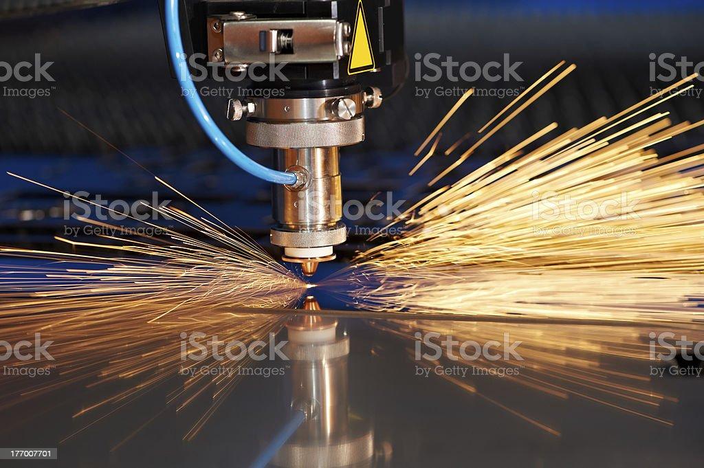 Laser de feuille de métal avec des étincelles photo libre de droits
