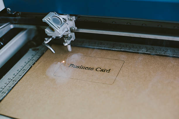 Laser engraving business card from recycled cardboard – Foto