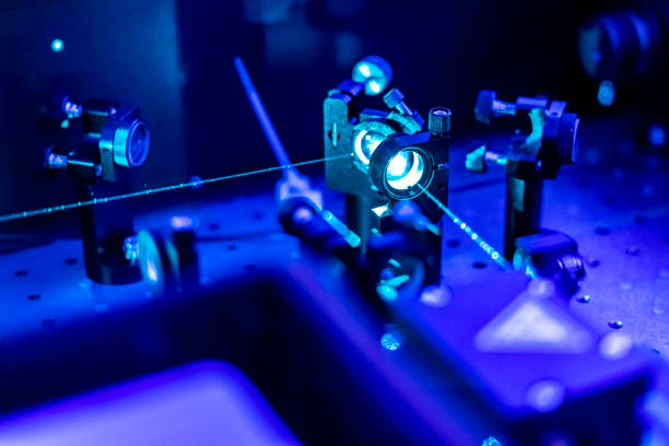 laser reflect on optic table un quantum laboratory b - lens optical instrument stock pictures, royalty-free photos & images