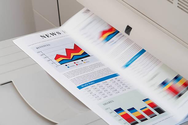 laserprint machine printing documents - kopiëren stockfoto's en -beelden
