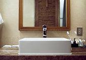 Сlassicバスルームのインテリアの天然素材を使用したフロントの眺め
