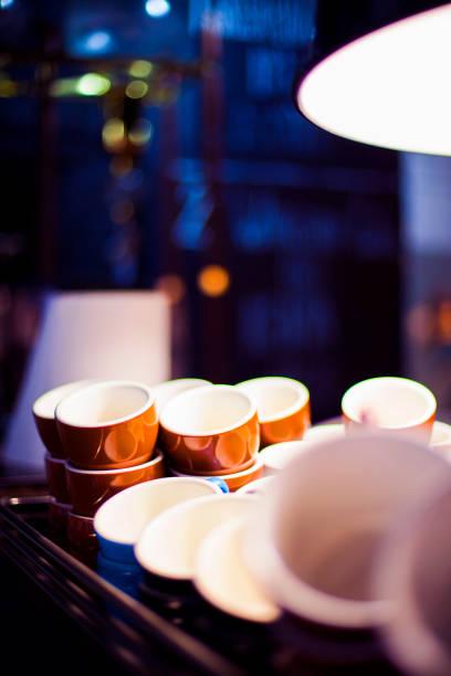 letzten kaffee nacht abend hipster grunge - bratislava hotel stock-fotos und bilder