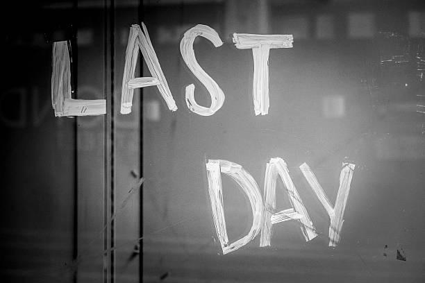 last day sales in london - carlosanchezpereyra fotografías e imágenes de stock