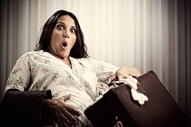 El último minuto, las contracciones mujer con el embarazo - foto de stock