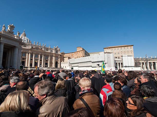 letzte papal publikum von papst benedikt xvi. - papst benedikt xvi stock-fotos und bilder