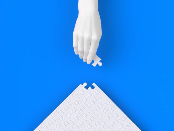 letztes puzzleteil, um die arbeit oder mission zu vervollständigen, den letzten schliff weiße hand skulptur, 3d-illustration - pyramide sammlung stock-fotos und bilder